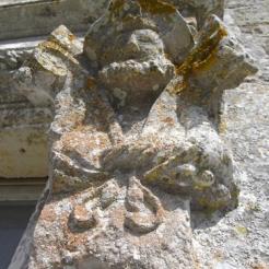 Ornement de fenêtre - figurine F. Hébrard de Saint Sulpice