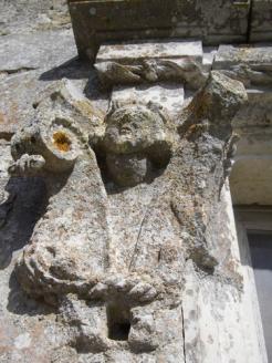 Ornement de fenêtre - figurine M. Lévis de Caylus